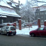 Budynek szkoły zimą